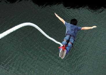 KUALA LUMPUR, 09 OGOS 2010 - Gambar sekitar aktiviti terjun bungy oleh wakil wakil media di Sunway Lagoon semalam.  .Gambar digital: Asmaruddin Jamaluddin / Pemberita: Halim / Hamzah